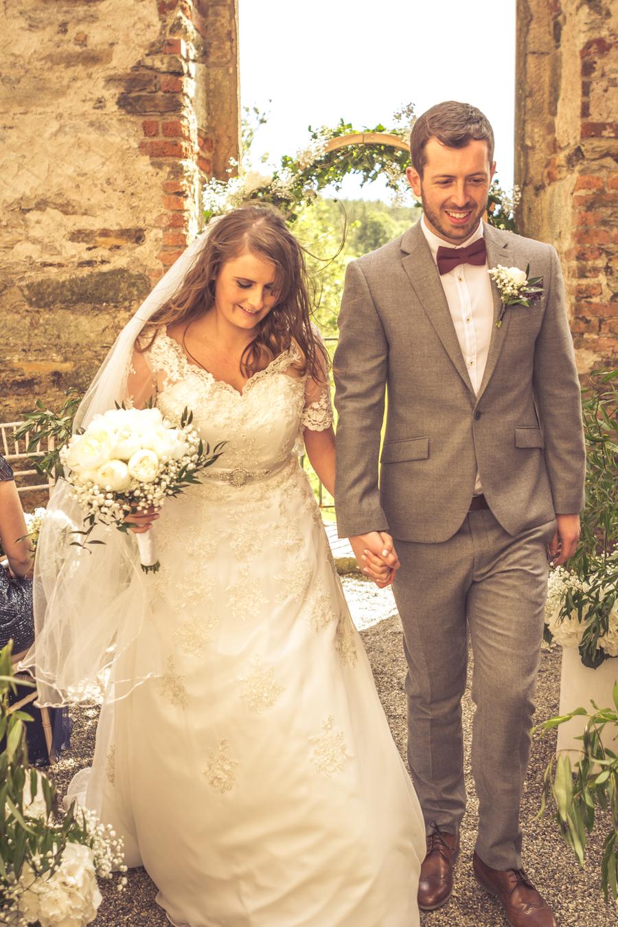 wedding-arch-couple